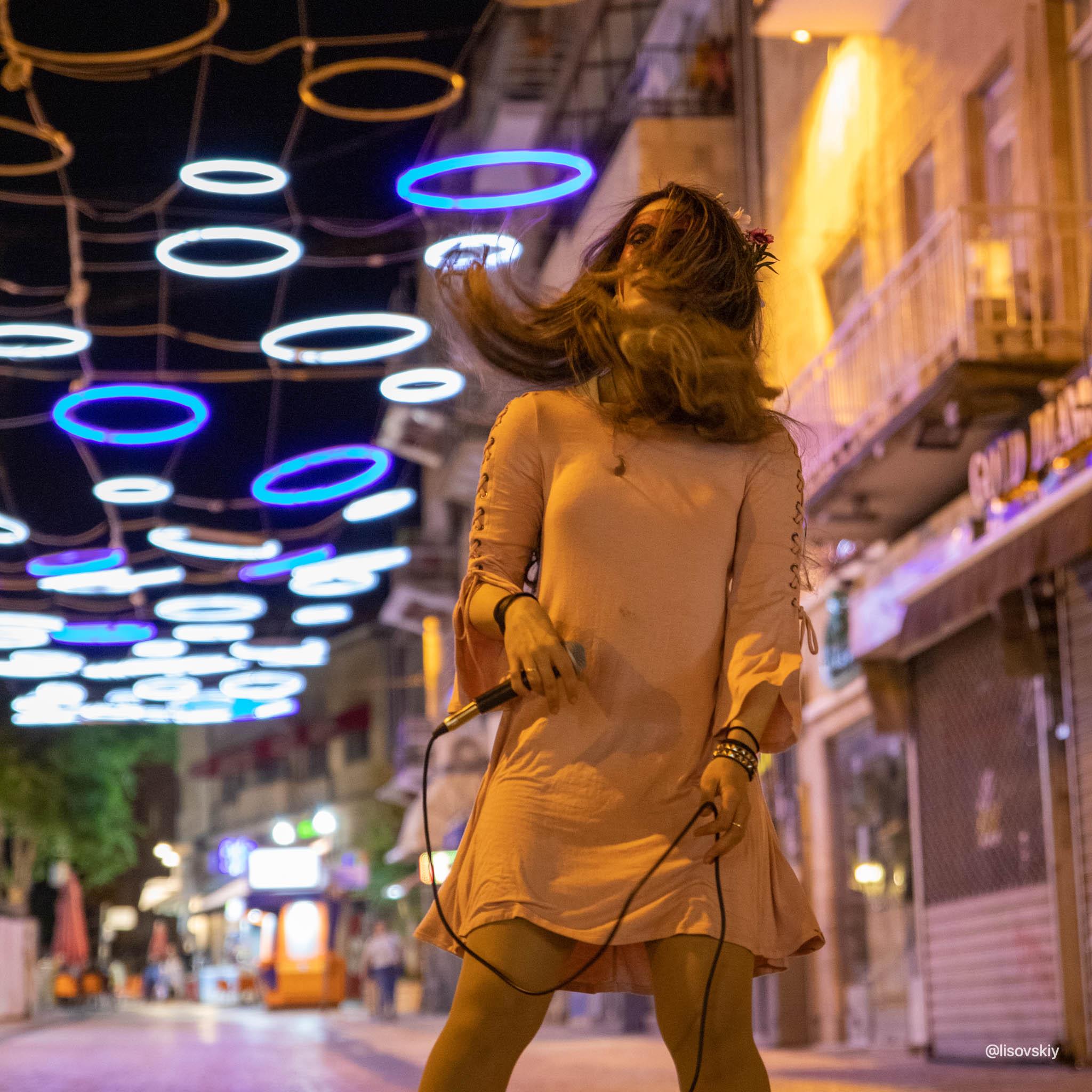 Уличная певица. Иерусалим